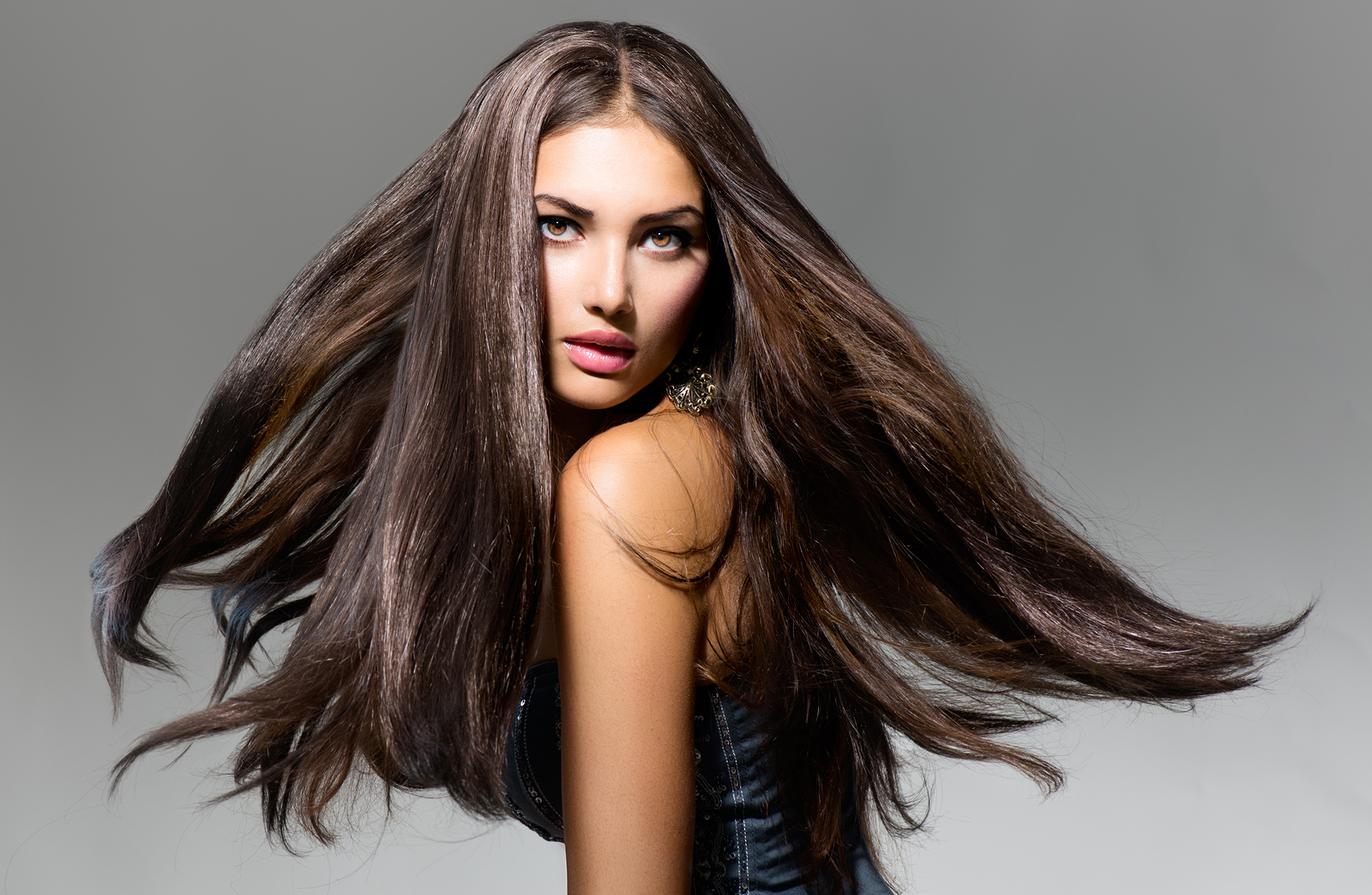 Fashion Model Girl Portrait with Long Blowing Hair. Glamour Bea
