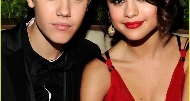 WEST HOLLYWOOD, CA - FEBRUARY 27:  (EXCLUSIVE ACCESS SPECIAL RATES APPLY; NO NORTH AMERICAN ON-AIR BROADCAST UNTIL MARCH 3, 2011) Justin Bieber and Selena Gomez  attend the 2011 Vanity Fair Oscar Party Hosted by Graydon Carter at the Sunset Tower Hotel on February 27, 2011 in West Hollywood, California.  (Photo by Kevin Mazur/VF11/WireImage) *** Local Caption *** Justin Bieber;Selena Gomez